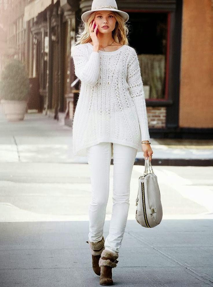Bialy sweter na drutach