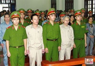 Đoàn Văn Vươn tại phiên xét xử sơ thẩm  ( Ảnh TTXVN)