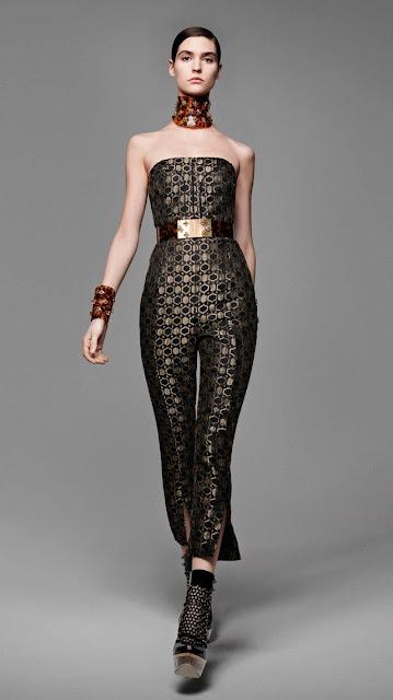 Alexander McQueen, se inspira en la miel y las abejas,  para vestir a una mujer femenina y muy sensual, esta es la propuestas de  primavera verano 2013 8