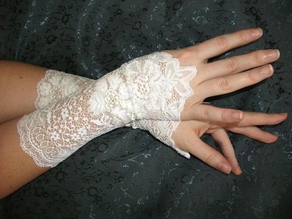 Victorian_White_French_Lace_Cuffs