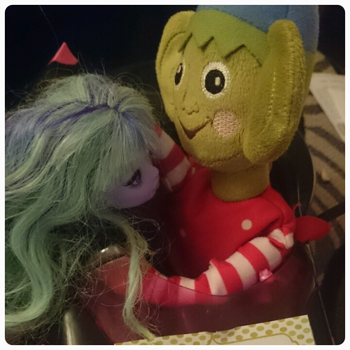 elf on the shelf monster high date night