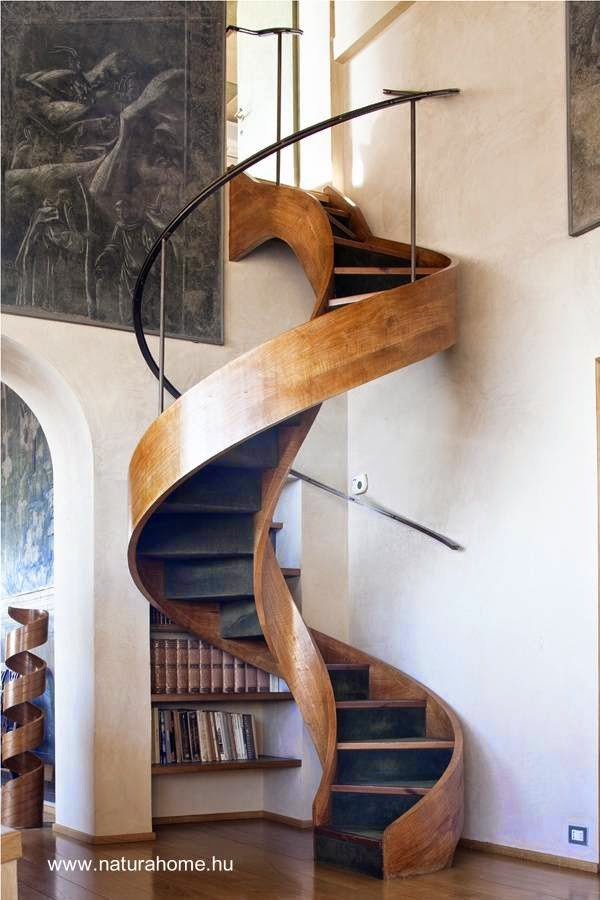 escalera interior espiral de madera