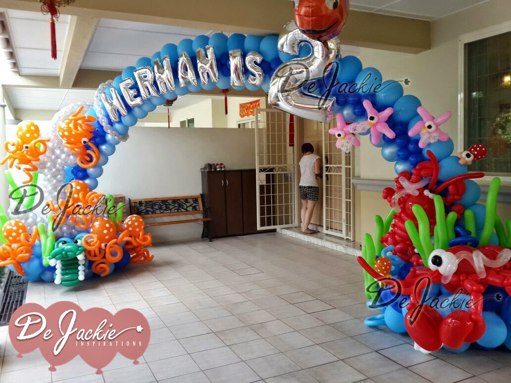 Balloon decorations for weddings birthday parties for Water balloon christmas decorations