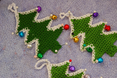 Crochet Christmas tree pattern and tutorial: image of crochet xmas trees being blocked