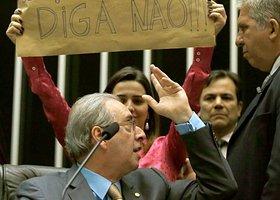 Bate-boca com vídeo pornô e narcotráfico e deputada na 'cola' de Cunha, a sessão da Câmara desta 4ª