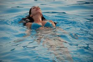 Какие мышцы работают в бассейне при плавании