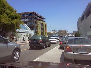Holiday traffic 3rd St Promenade Santa Monica bikelocally.com