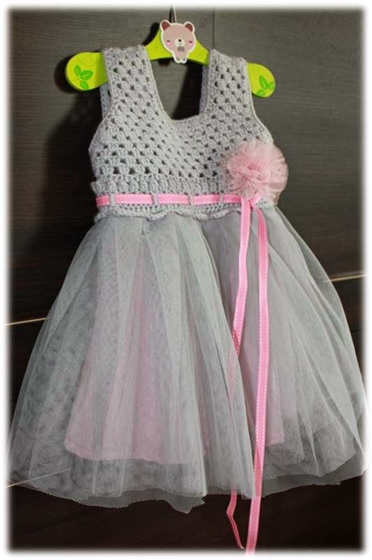 Sukienka tiulowa na szydełku