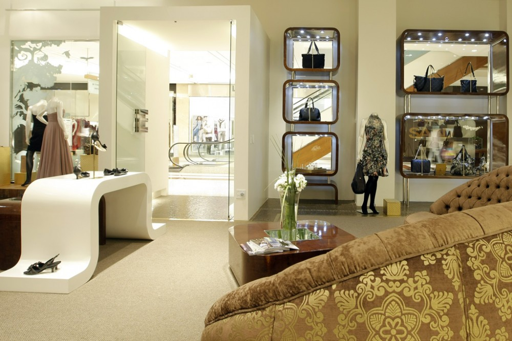 mititique boutique interior design ideas for a luxury boutique and very attractive consumer
