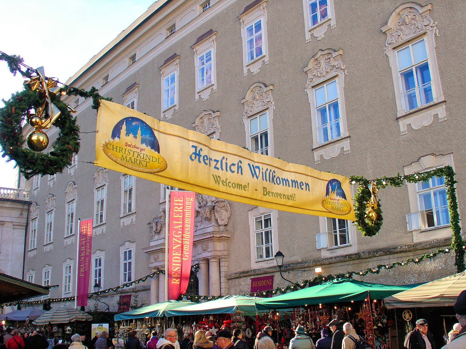 As the sign states, Herzlich Willkommen to the Salzburg Christkindlmarkt in the Domplatz!