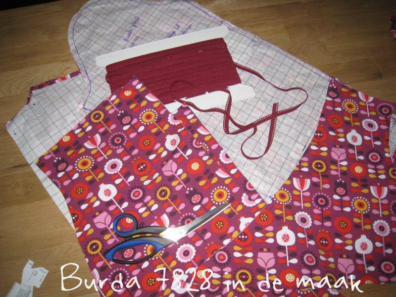 Burda 7828 in de maak, tricot stof
