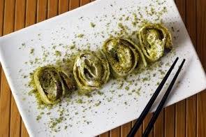 Involtini di sfoglia di Parmigiano Reggiano e mentuccia con melanzane grigliate, pesto di pistacchi