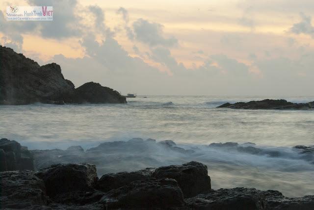 Dawn in Ganh Da Dia, Phu Yen