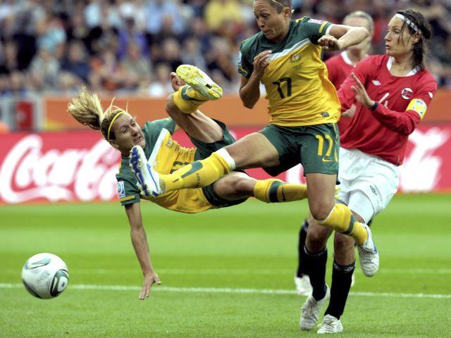 Imagenes De Una Mujer Jugando Futbol - Imagenes de enamorados jugando futbol Imagenes tristes