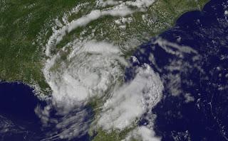 Tropischer Rainmaker BERYL hält sich tapfer über Florida und Goergia - Atlantische Hurrikansaison 2012 beginnt in 4 Tagen, Beryl, aktuell, Satellitenbild Satellitenbilder, Mai, 2012, Hurrikansaison 2012, Atlantische Hurrikansaison, Florida, Georgia, Vorhersage Forecast Prognose, Verlauf, Zugbahn, US-Ostküste Eastcoast, USA,