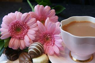 Comemore o dia dos namorados com flores e chocolate