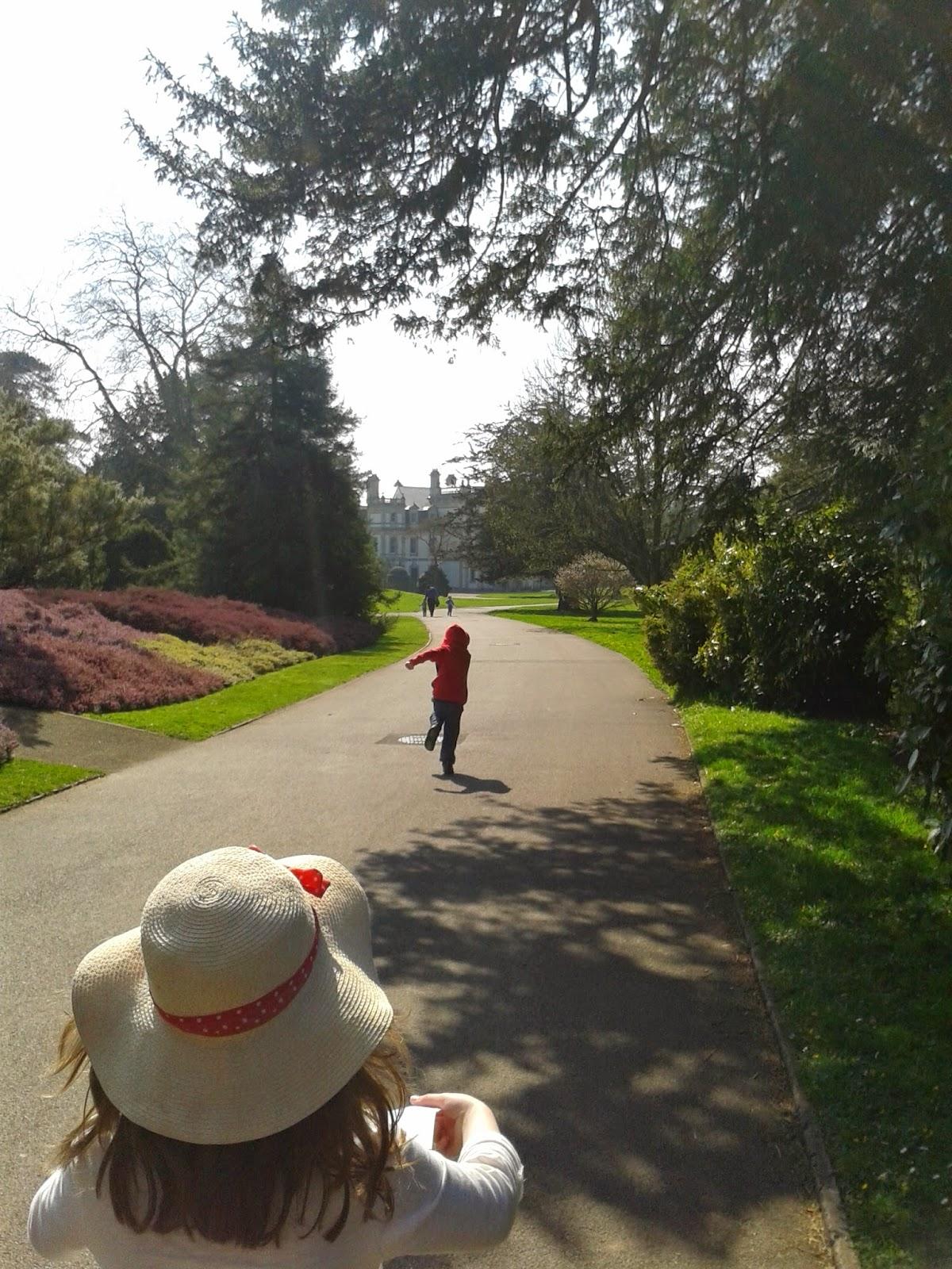 Caitlin & Ieuan running at Dyffryn Gardens