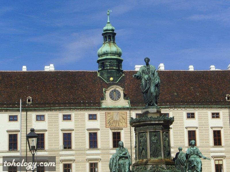 один из внутренних двориков Хофбурга (Hofburg)