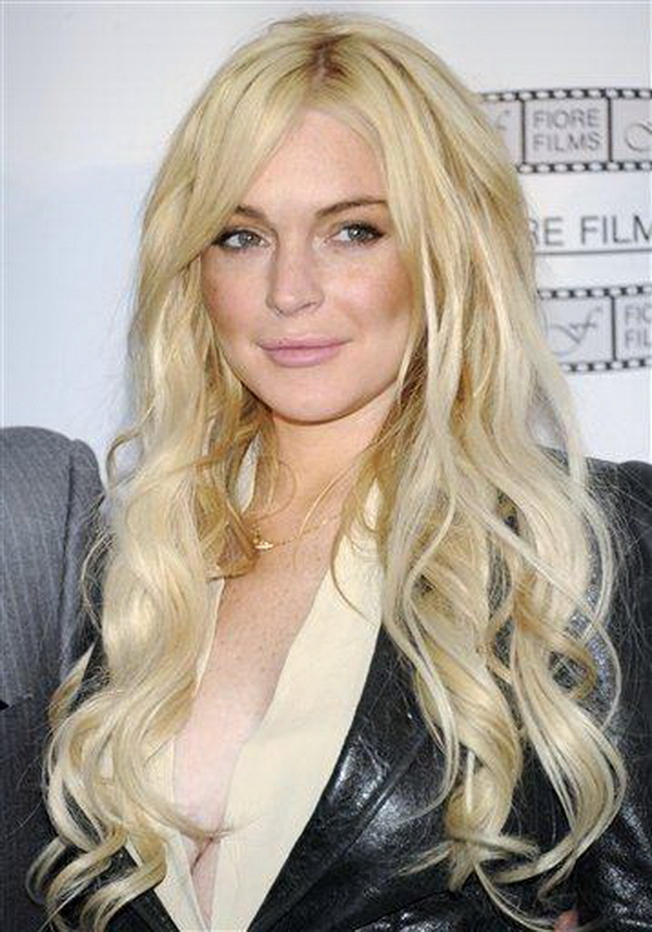 lindsay lohan 2011 pictures. Lindsay Lohan to hang out