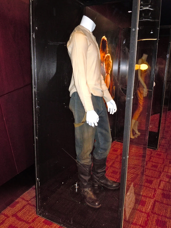 Robert Pattinson Water for Elephants outfit