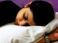 mujer con sueño excesivo