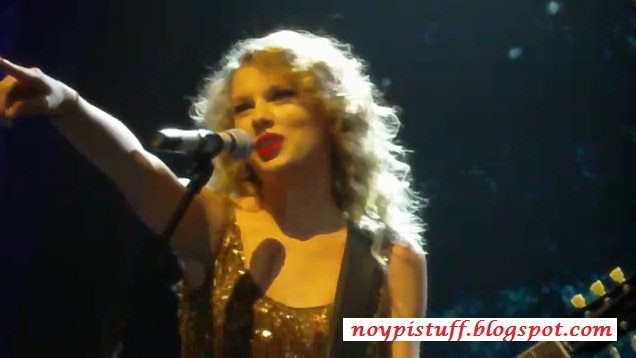 taylor swift singing speak now