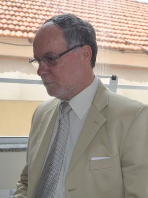 Barjas Negri, prefeito de Piracicaba, assinou o decreto nesta 6ª (Foto: Thomaz Fernandes)