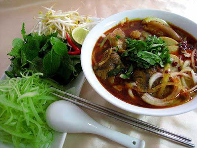 Bun bo Hue (beef vermicelli of Hue city) - Street dish attracts diners