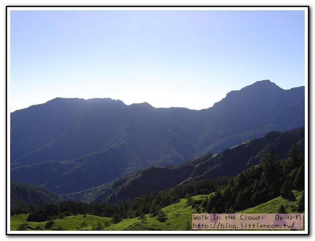 合歡山漂亮的山脈與藍天