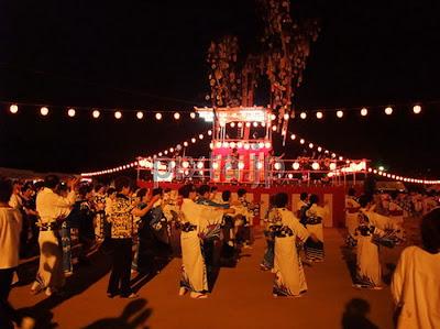 เทศกาลโอบ้ง (お盆祭り) (Obon Matsuri) ประเพณีการเซ่นไหว้ดวงวิญญาณบรรพบุรุษ