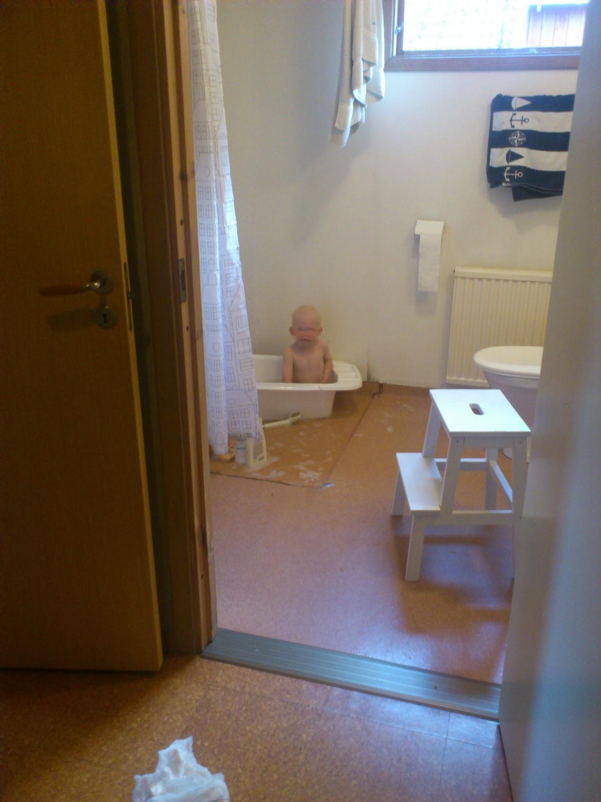 Livet från den vita sidan: nya badrummet i lantlig stil