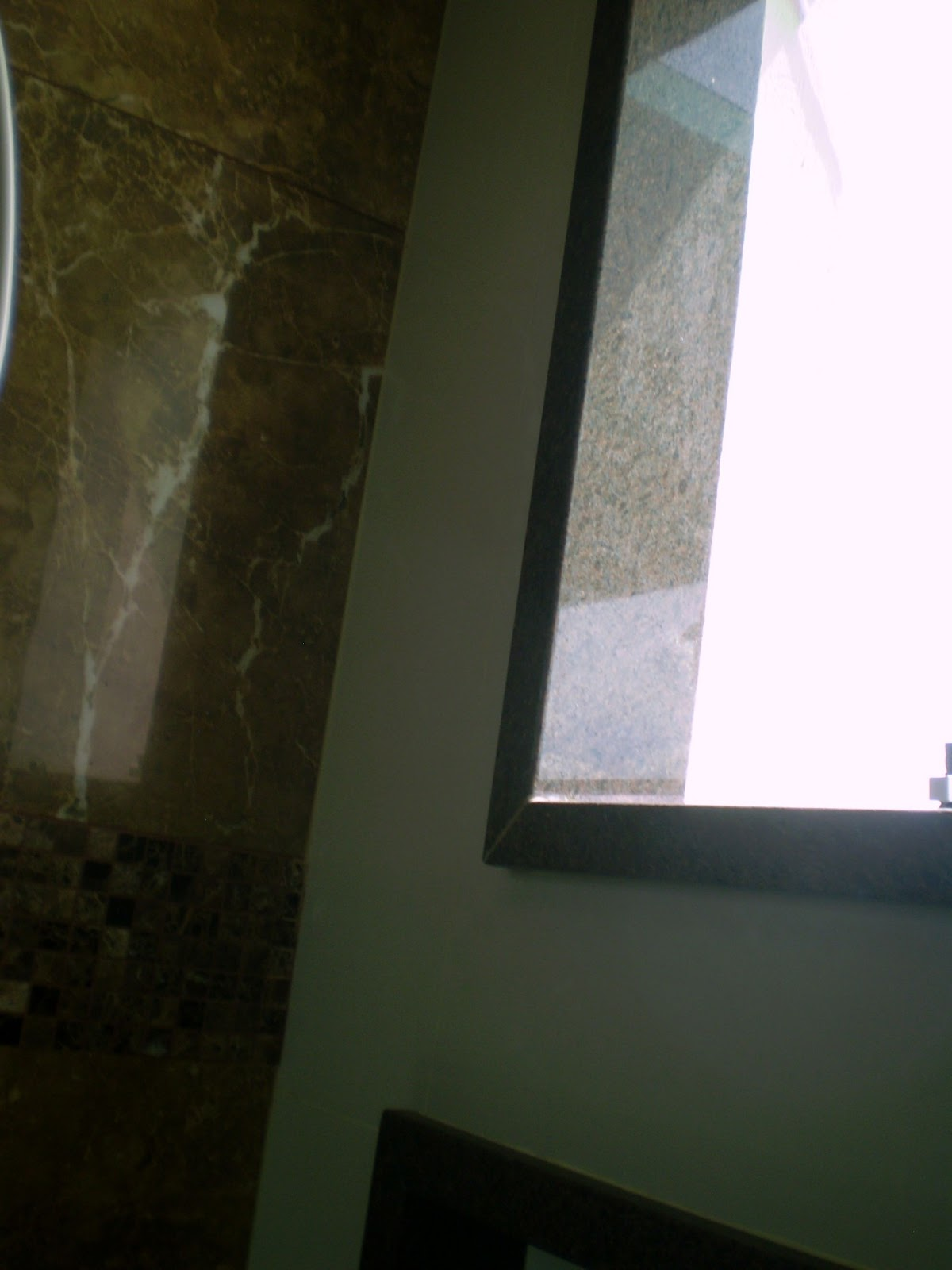 Casa da Áurea: Bordas em nichos e janelas de banheiro. #804388 1200 1600