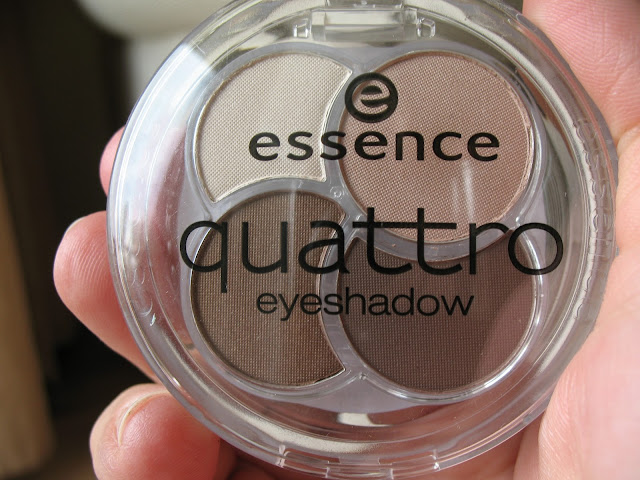 Essence-Eyeshadow-Quad-05-To-die-for-review-photos-and-swatches-02