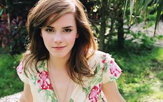 Emma Watson Look So Natural HD Desktop Wallpaper