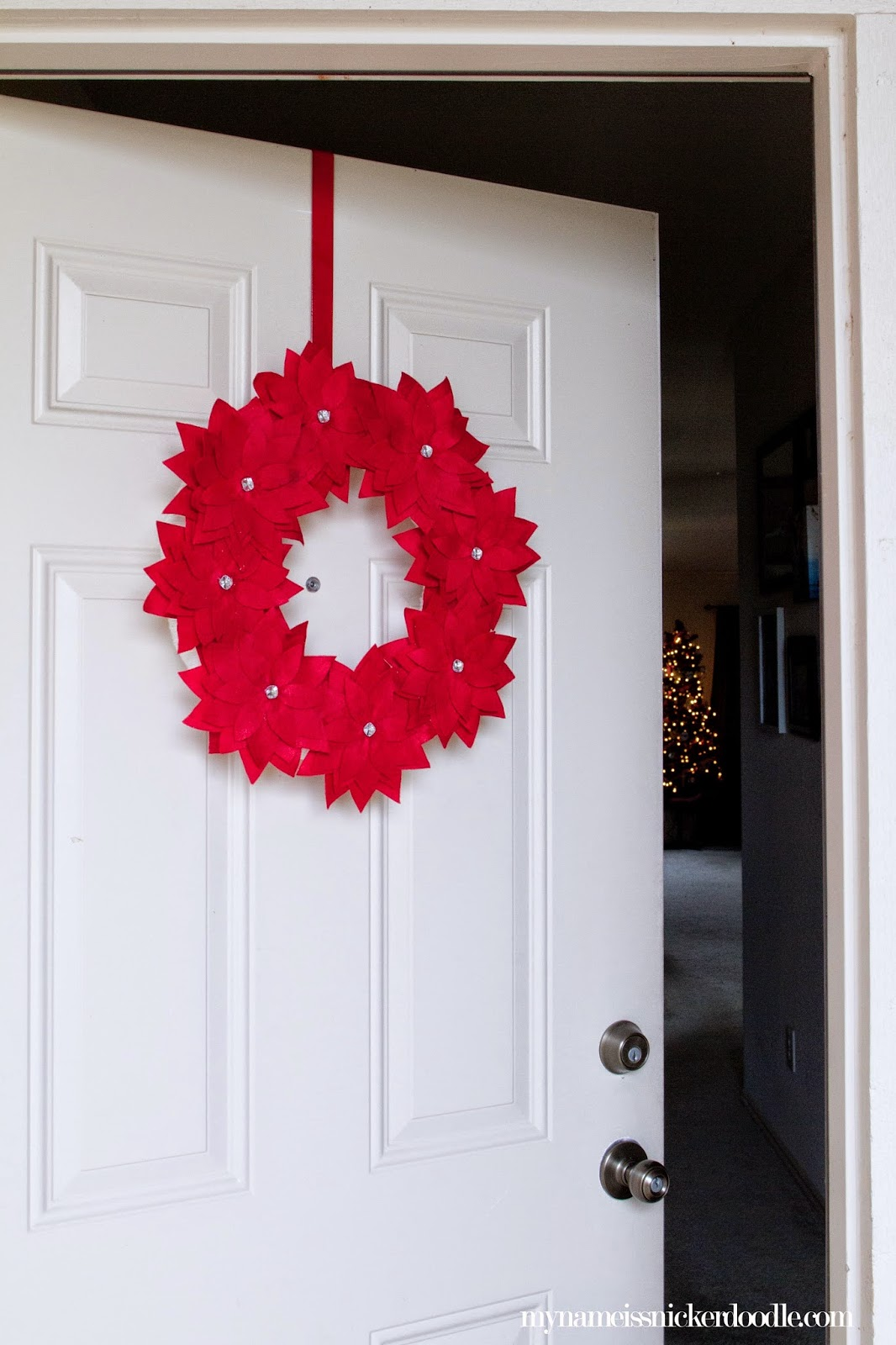 DIY Christmas Felt Poinsettia Wreath  |  My Name Is Snickerdoodle