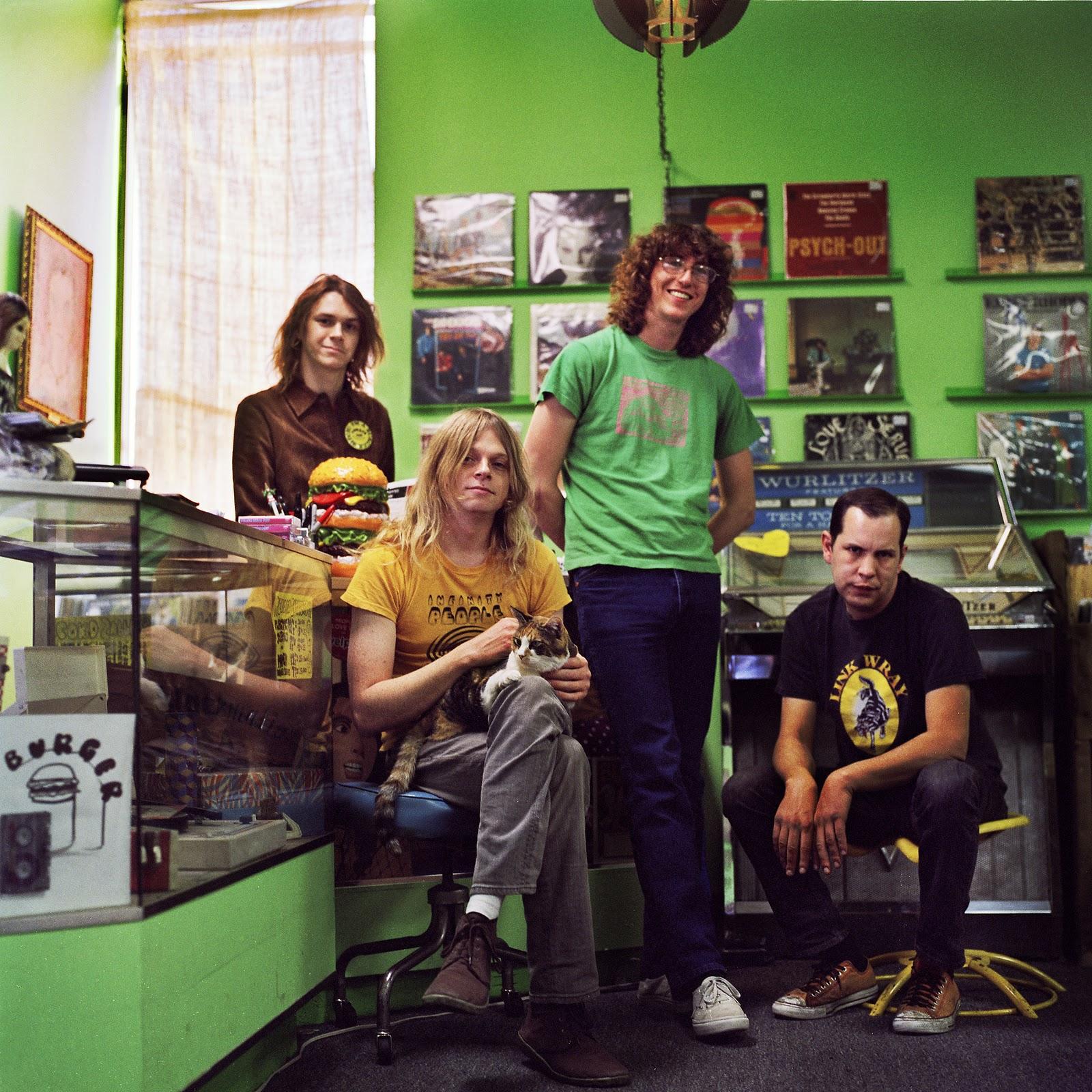 http://2.bp.blogspot.com/-BAn0Ge7nAVY/TuVnpHJ8Z0I/AAAAAAAAAoE/Y3XdiUR4Dhk/s1600/BurgerRecords_1_2_8x8color.jpg