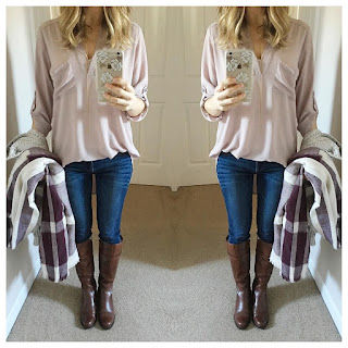 Fashion blogger in a blush blouse, what to wear, outfit inspiration