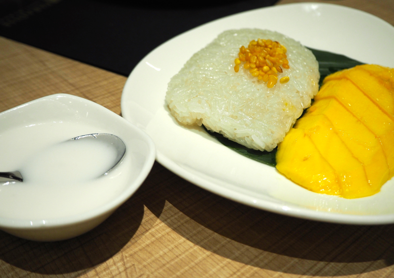 ParaThai Mango Sticky Rice served with Coconut Milk Food Review Lunarrive Singapore Lifestyle Blog