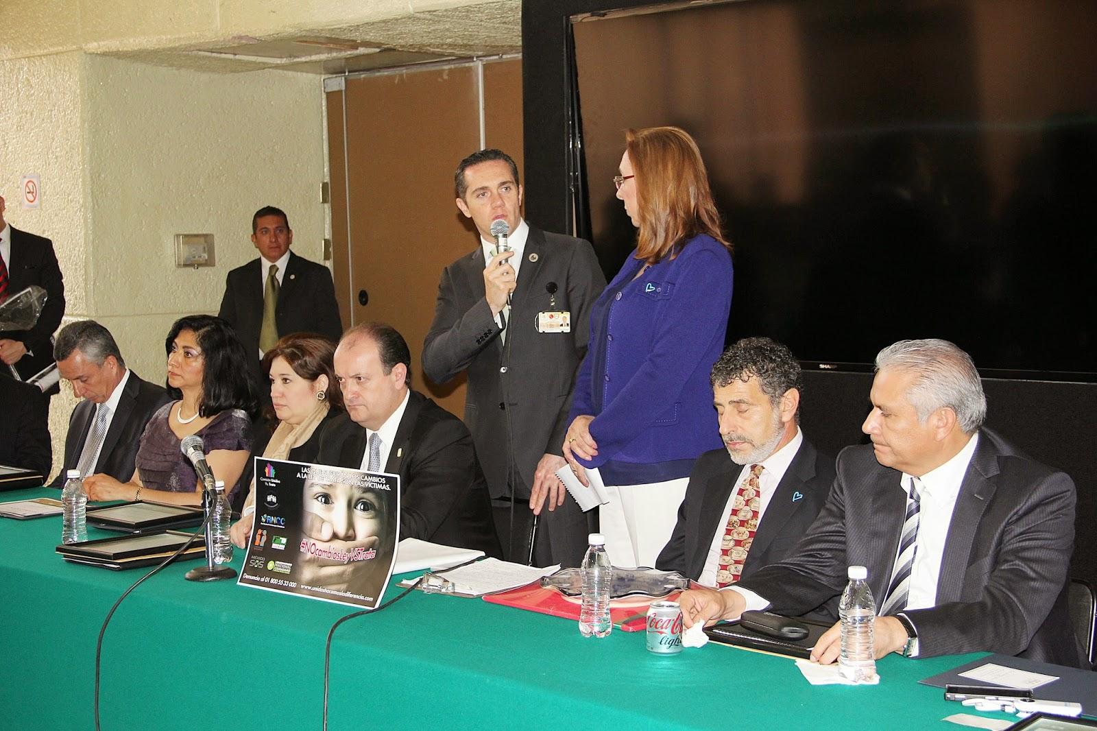 Adri n rubalcava recibe reconocimiento por lucha contra for Oficina nacional de lucha contra los delitos de odio