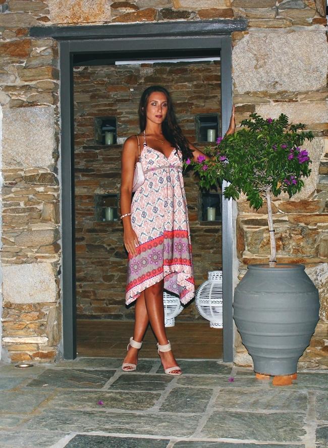 Outfit: Island Chic.Summer holiday looks.Le Vertige Φορέμα.Asymmetric hem dress.Suede sandals.Louis Vuitton floral print purse.Outfit za letnji odmor.