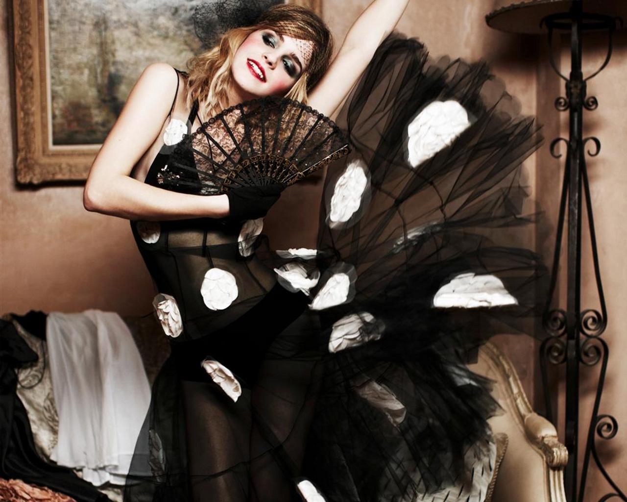 http://2.bp.blogspot.com/-BBDL2IoDE0E/TvhQvvL03MI/AAAAAAAAFlc/kYWENhz8Jq4/s1600/Emma+Watson+Sexy+Cool.jpg