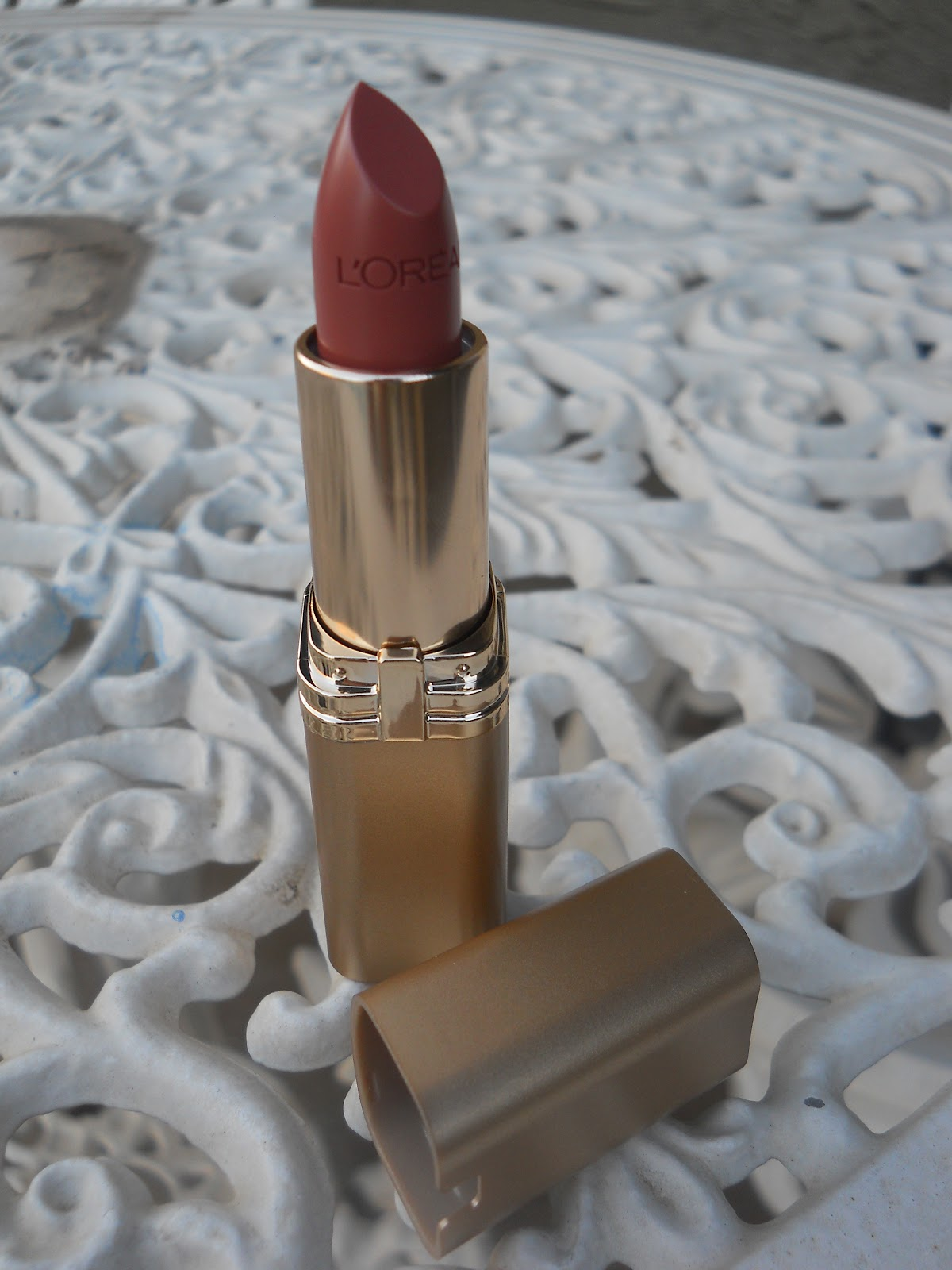 Sunflowers and Shimmer: LOreal Colour Riche Lipstick in