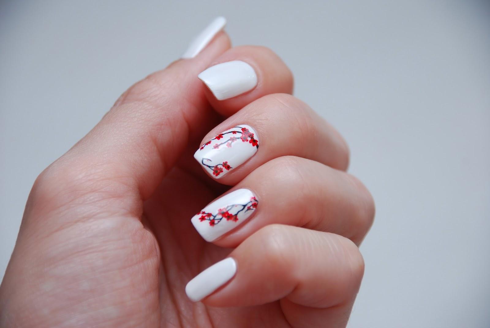 Фото ногти с сакурой