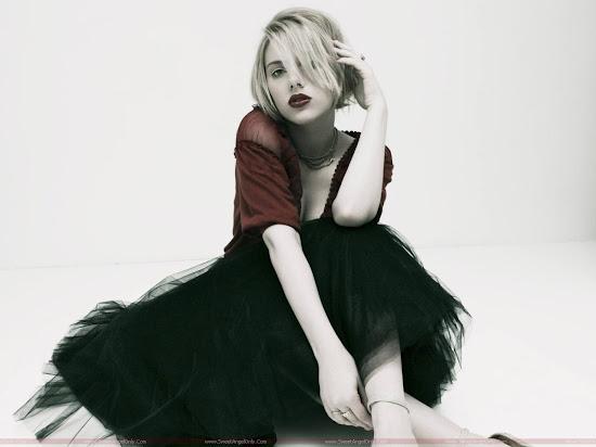Scarlett_Johansson_posing_1600x1200