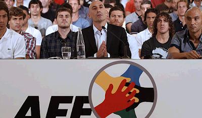 Spanish footballers meeting