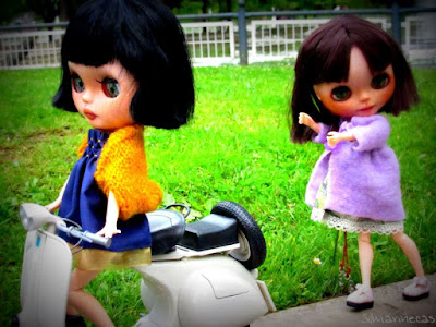 Aventuras de 2 Basaak doll en Vespa por Bilbao
