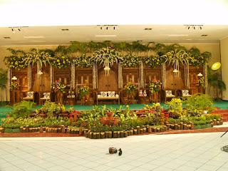 contoh dekorasi pelaminan di gedung