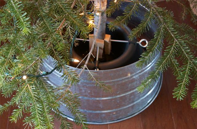 dandee]: DIY Galvanized Tree Collar.