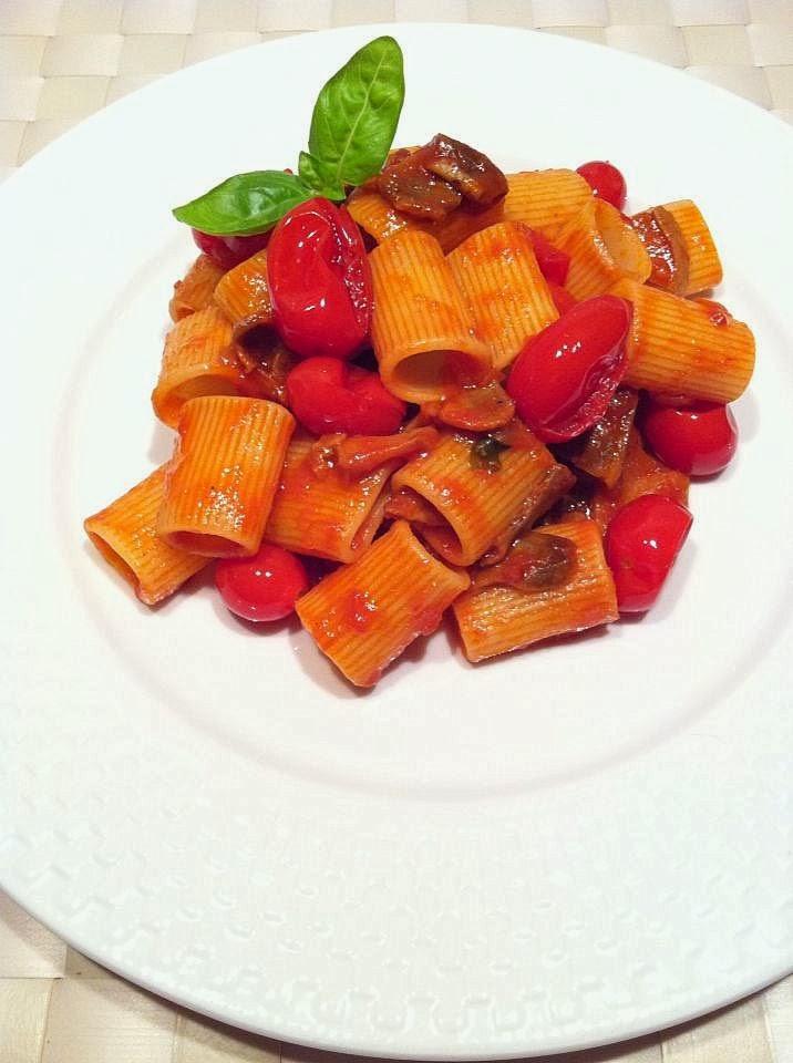 Mezze maniche con boletus edulis y tomatitos datterini