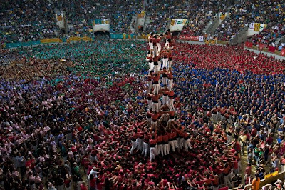 Foto Kompetisi Menara Manusia 'colles'